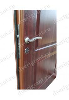 Нестандартная металлическая дверь в квартиру для старого фонда - 12-019